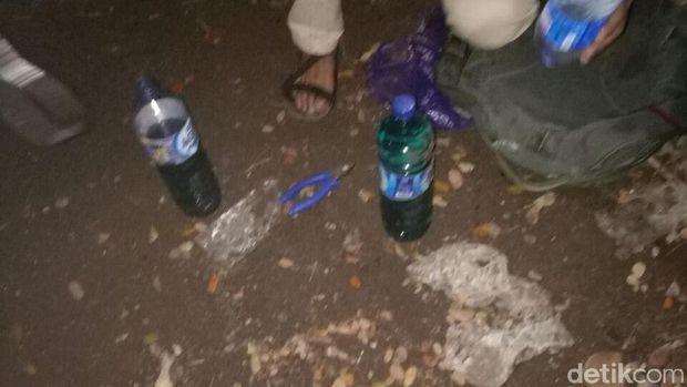 Tas ransel terduga pelaku pelemparan bom Molotov di Mapolsek Bontoala.