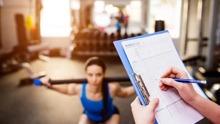 Selama tidak berlebihan, latihan beban tetap aman dilakukan saat puasa (Foto: Thinkstock)