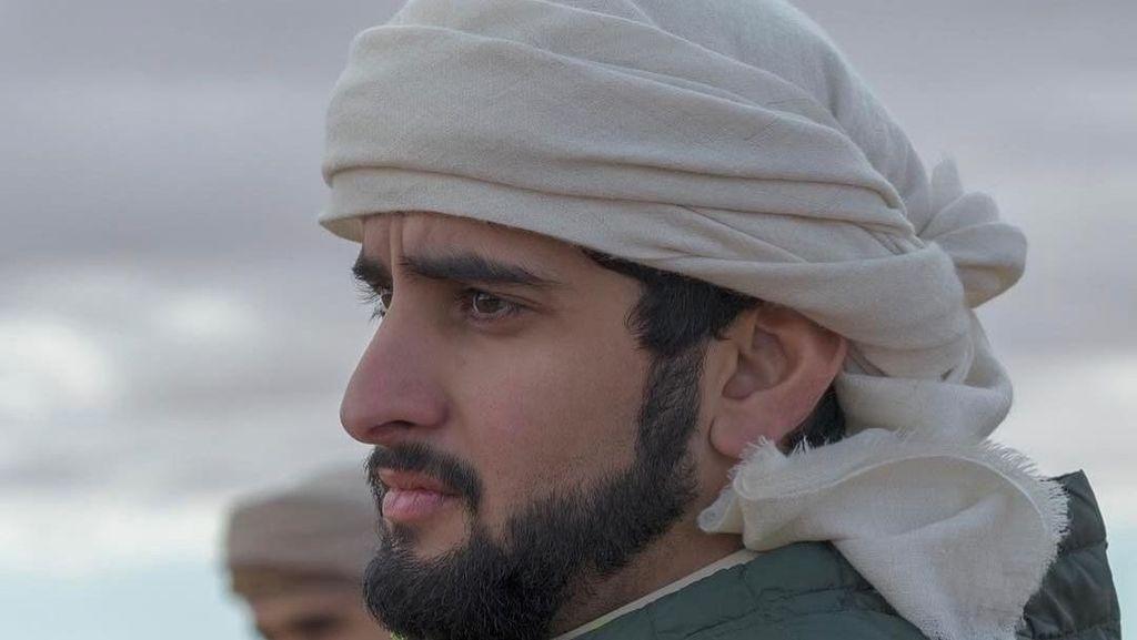 Saat Pangeran Dubai Manja-manjaan Sama Singa