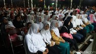 Tahun Baru di Banjarnegara, Bupati Wing Chien Santuni Anak Yatim