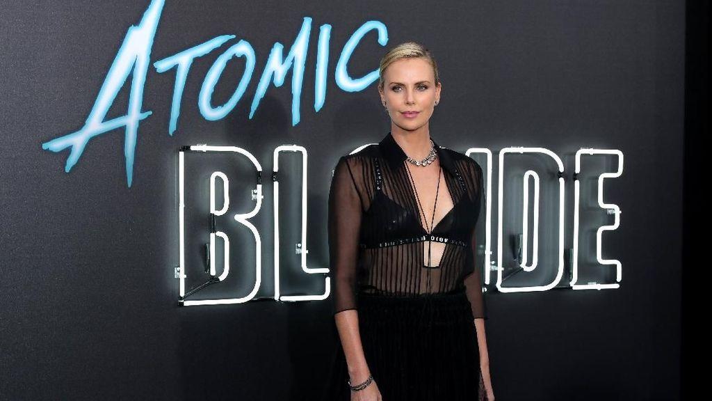 Charlize Theron dan Brad Pitt Disebut Sudah Berkencan
