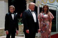 Gaya Glamor Melania Trump Pakai Gaun Rp 74 Juta di Malam Tahun Baru
