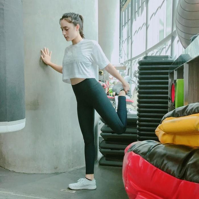 Bahkan ada juga netizen yang bertanya berapa kali Tatjana berolahraga. Kak, kakak kalo workout berapa kali kak?, tulis akun @alfrethanovcwijaya. Foto: Instagram @tatjanasaphira