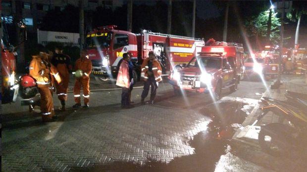Kebakaran di Gedung Moratelindo, Menteng, Jakpus (Foto: Twitter TMC Polri).