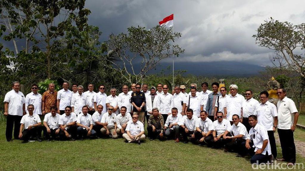 Jonan Gelar Rapat ESDM, Jaraknya 12 Km dari Gunung Agung