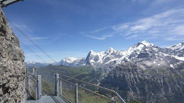 Jalanan Ekstrim di Atas Pegunungan Alpen