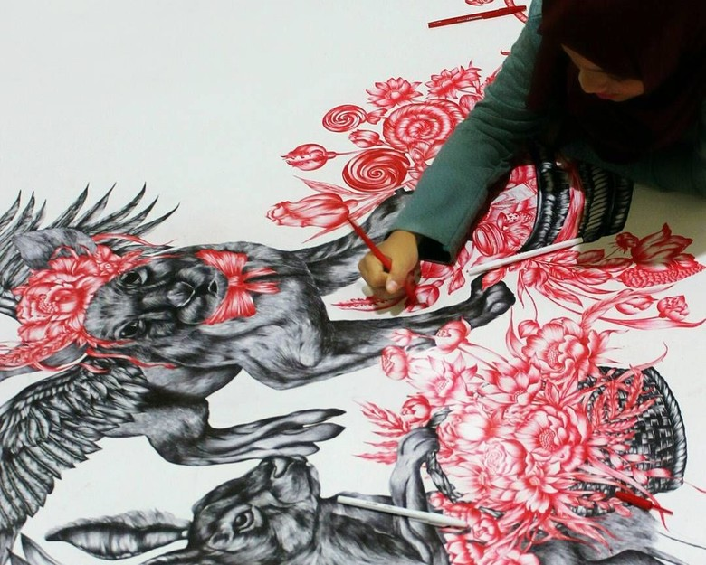 Melukis dengan Bolpoin, Cara Anis Kurniasih Eksis Berkarier Sebagai Seniman