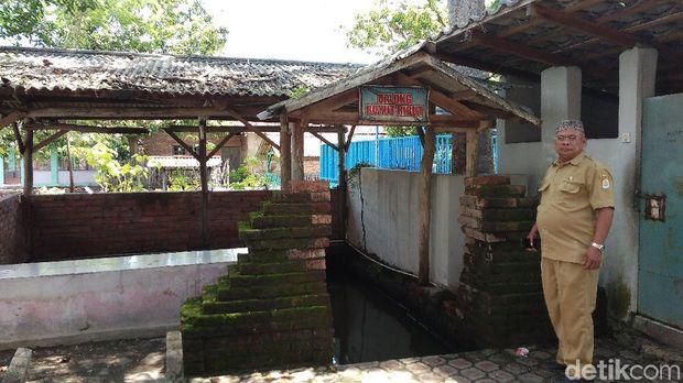 Tanah dan air di desa ini disebut berkhasiat untuk menyembuhkan penyakit