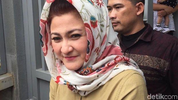 Ny Deisti Astriani Tagor usai menjenguk suaminya Setya Novanto di Rutan KPK