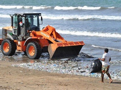 Belajar dari Fenomena Sampah di Bali: Jangan Buang Sampah ke Laut!