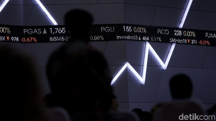 Perdagangan Bursa Efek Indonesia (BEI) kembali dibuka. Wakil Presiden Jusuf Kalla secara resmi membuka perdagangan awal tahun tersebut.