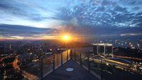 Jangan Lewatkan 5 Bar <i>Rooftop</i> Keren Saat di Singapura!