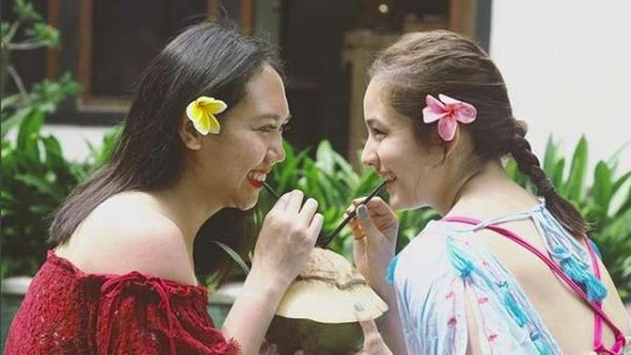 Intip Gaya Liburan Chelsea Islan Bareng Pacar dan Sahabat