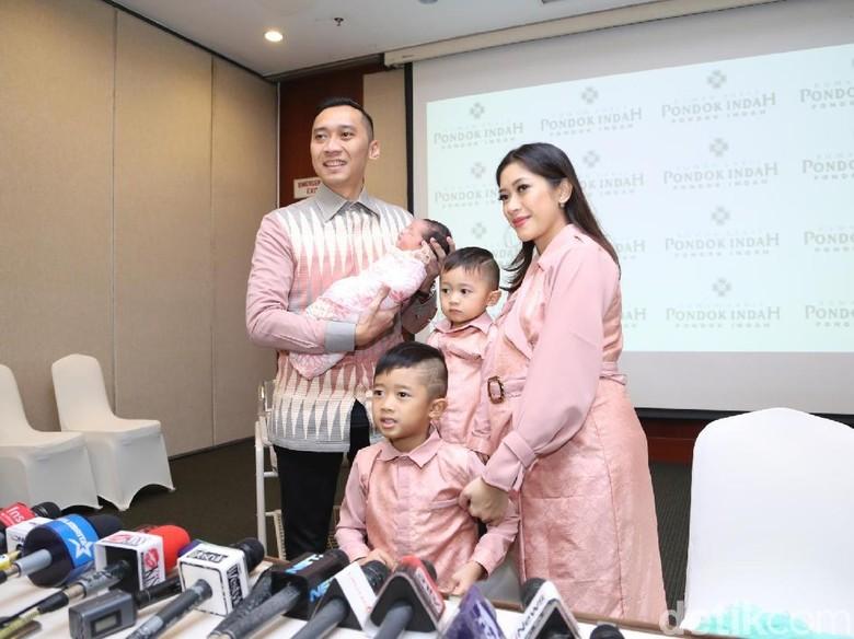 Foto: Ibas Yudhoyono dan keluarga (Hanif Hawari/detikHOT)