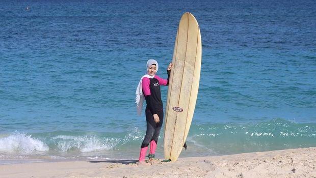 Hijabers Cantik Ini Populer karena Suka Olahraga yang Menantang