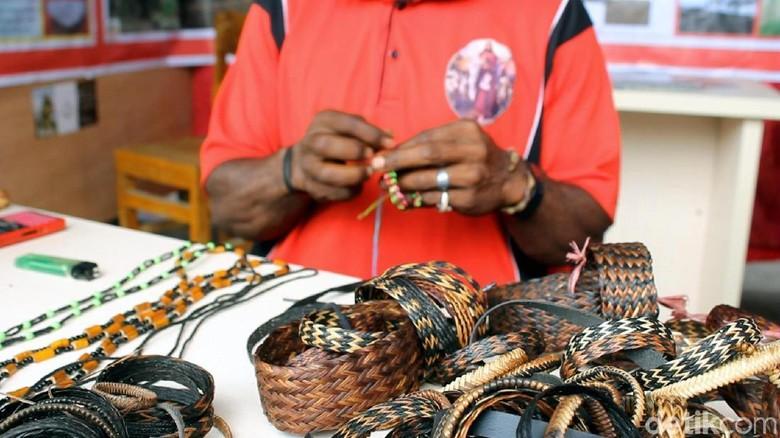 Foto: Gelang-gelang lucu asli dari Wamena (Albert/detikTravel)