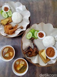 Ayam Goreng Karawaci: Gurih Empuk, Ayam Goreng Kampung dengan Kremesan Renyah!