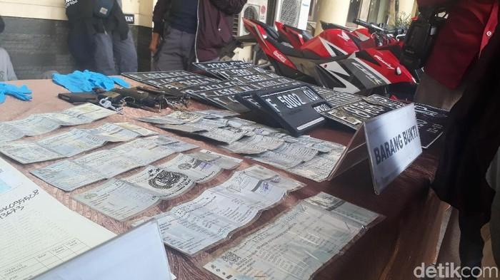 Polda Jabar ungkap pemalsuan STNK di Karawang