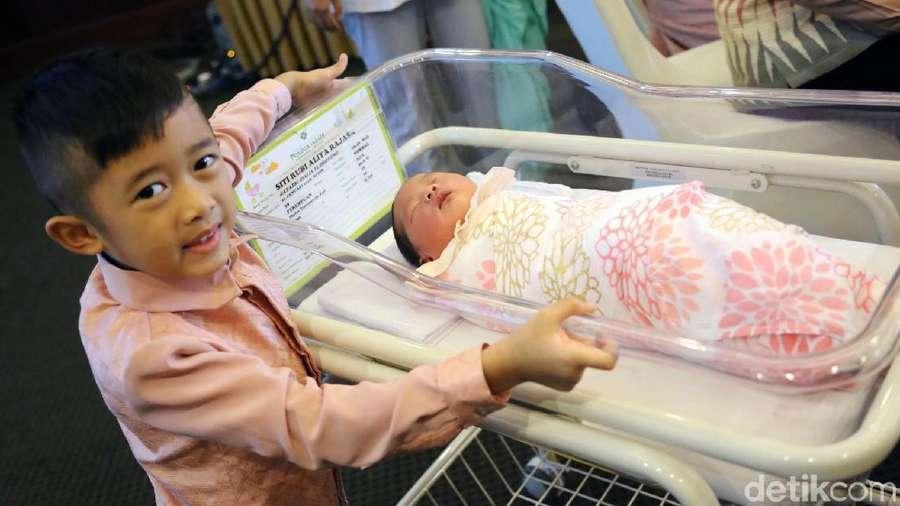 Kebahagiaan Ibas Yudhoyono Dapat Putri Kecil