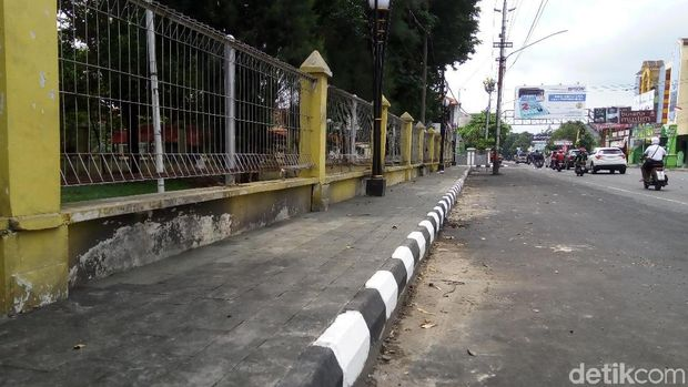 Dampak Pembangunan Overpass, Trotoar di Solo Ini Jadi Selebar 50 Cm