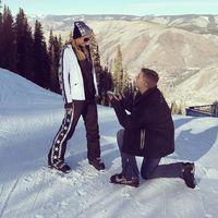 Paris Hilton dilamar Chris Zylka.