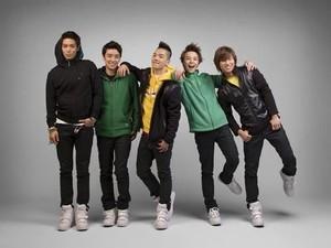 BIGBANG Flower Road Puncaki Tangga Lagu Digital Billboard