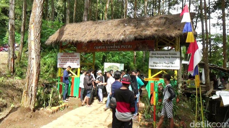 Curug Gunung Putri terletak Desa Cepedak, Kecamatan Bruno, Purworejo (Rinto Heksantoro/detikTravel)