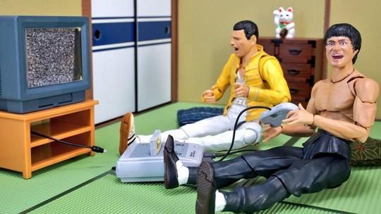Ini Jadinya Jika Bruce Lee dan Freddie Mercury Tinggal Bersama