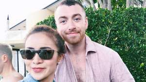 Bikin Iri! Momo Geisha Berpose Bareng Sam Smith