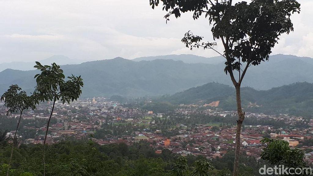 Foto: Libur Akhir Pekan ke Kota Salak di Sumatera Utara