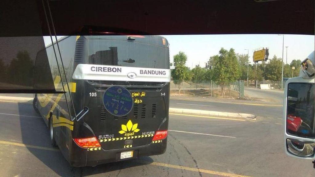 Walah, Kok Bus Jurusan Cirebon-Bandung Ada di Mekkah?