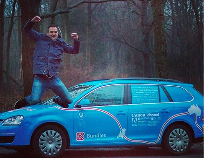 Mengintip Perjalanan Bule Belanda Naik Mobil Listrik