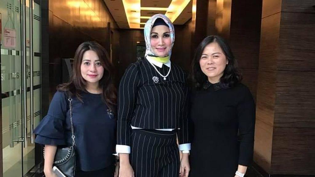 Foto: Gaya Glamour Istri Wakil Walikota Gorontalo yang Terciduk Pesta Sabu