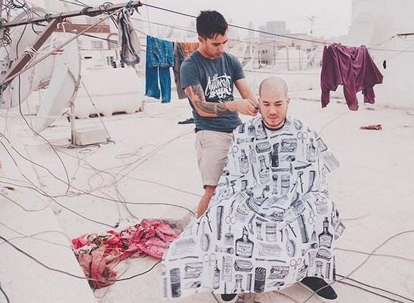 Hingga kini, total sudah 30 negara dia kunjungi dari negara-negara di Eropa, Asia Tengah sampai Timur Tengah. Ia pun punya webseries tentang kehidupan tukang cukur dan kisahnya bernama 'Nomad Barber' (Instagram/Nomad Barber)