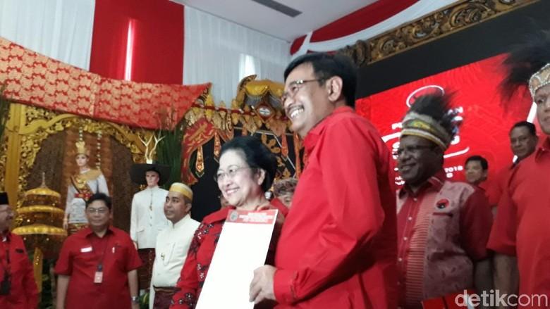 Diusung Jadi Cagub Sumut, Djarot Cium Tangan Megawati