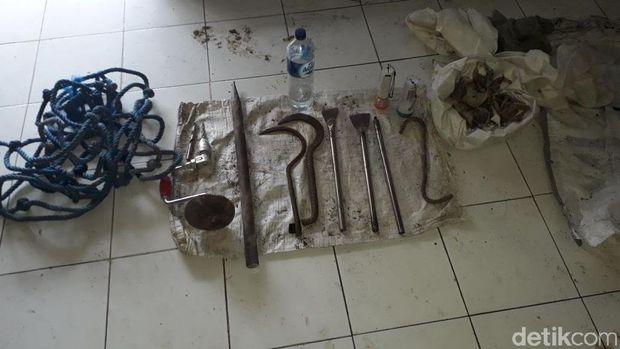 Barang bukti yang diamankan polisi dari tangan pencuri sarang burung walet di Blora.