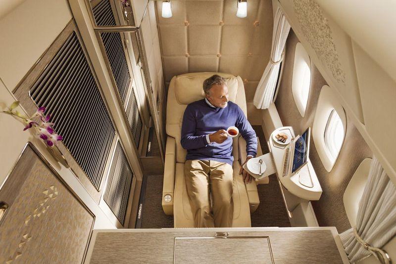 Kabin First Class maskapai Emirates tak ada ubahnya dengan kamar hotel berbintang. Ukurannya memang lebih kecil, tapi nyaman dan penuh dengan fasilitas hingga amenitas (dok Emirates)