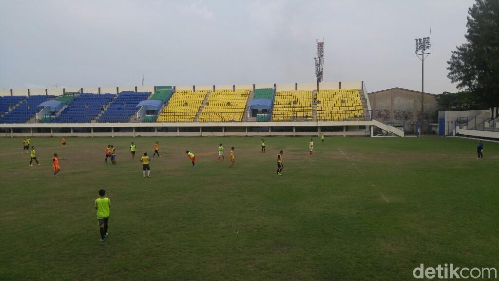 Shopee Liga 1 di Stadion Citarum, Suporter Nonton di TV Saja