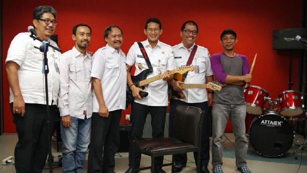 Ngeband Bareng Pejabat Pemprov DKI, Sandiaga: Mungkin Bisa Perform