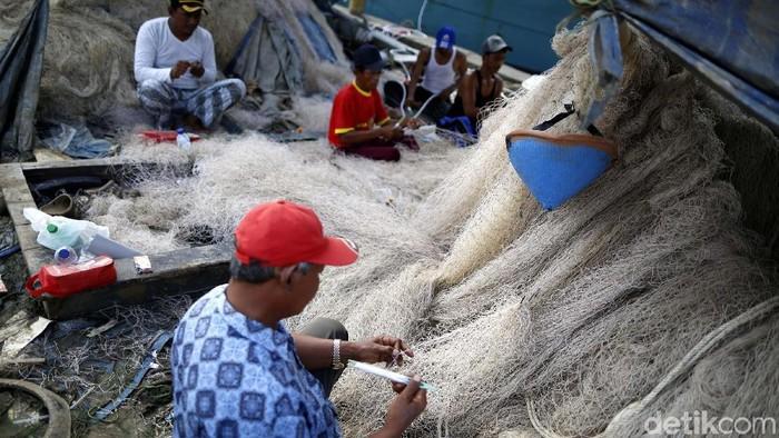 Nelayan kini tak lagi boleh menggunakan alat tangkap jaring cantrang per tanggal 1 Januari 2018. Hal ini sesuai Peraturan Menteri (Permen) Kelautan dan Perikanan Nomor 2 Tahun 2015.
