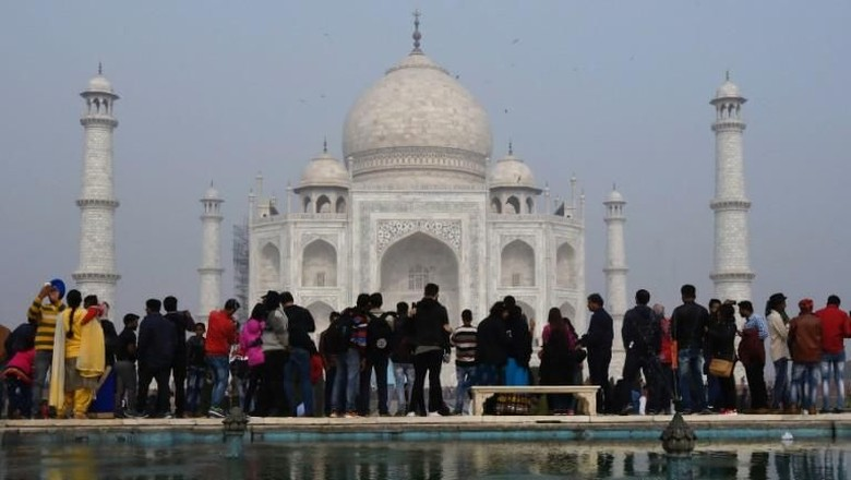 Foto: Taj Mahal di Agra yang ramai turis (Dominique Faget/AFP)