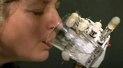 Tangan bionik yang bisa merasakan sentuhan dikembangkan oleh sekelompok ilmuwan asal Roma, Italia.