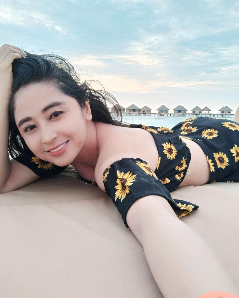 Momen libur panjang di Tahun Baru dimanfaatkan Dewi Persik untuk menikmati waktu bersama keluarganya. (dewiperssikreal/Instagram)