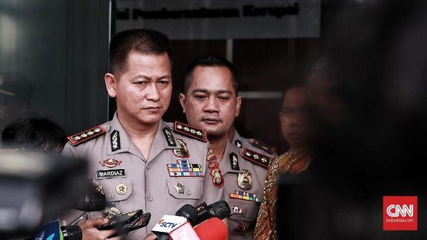 Wakapolda Sumut Brigjen Mardiaz Kusin Dwihananto menyebut pihaknya mengejar pelaku lain bom Medan.