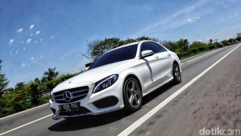 Ototest Mercedes-Benz C200 AMG Line