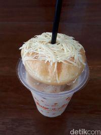Bake-a-Boo: Enaknya Ngemil Es Kopi Susu Plus Donat Keju Kekinian
