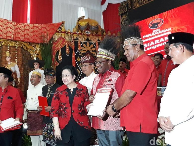 Pilgub Papua 2018, PDIP Usung John Wempi-Melkias Suwae