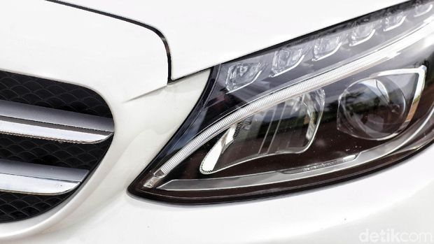 Lampu Mercedes-Benz C200 AMG Line