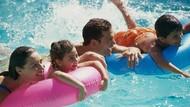 Tips Liburan Aman Berenang di Hotel Bareng Anak