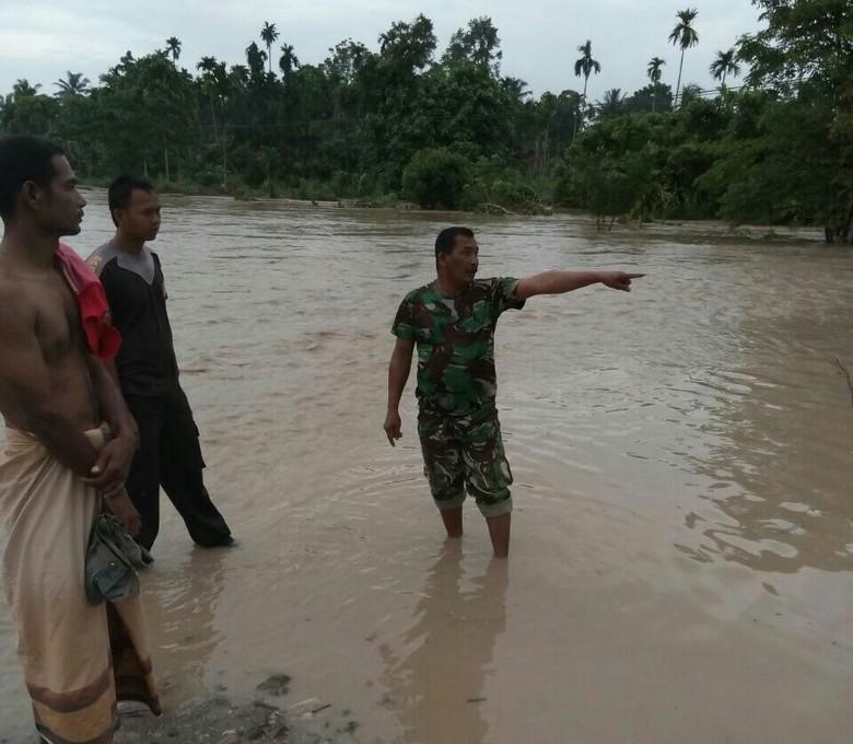Banjir Kepung Aceh Utara, Puluhan Babinsa Disiagakan di Titik Rawan